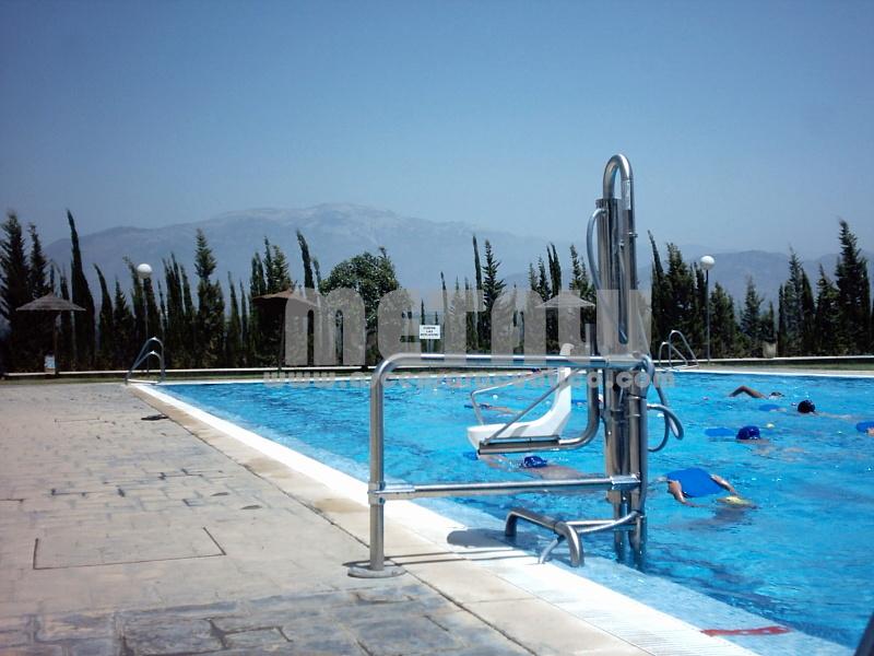 Andalucia piscinas municipales gu a de ascensores for Piscina huetor tajar