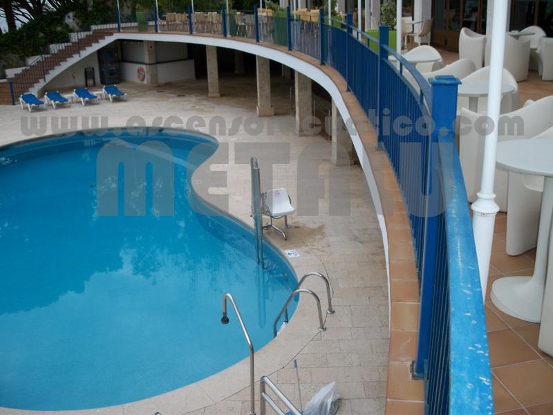 Zona levante gu a de ascensores acuaticos metalu for Piscinas municipales lleida