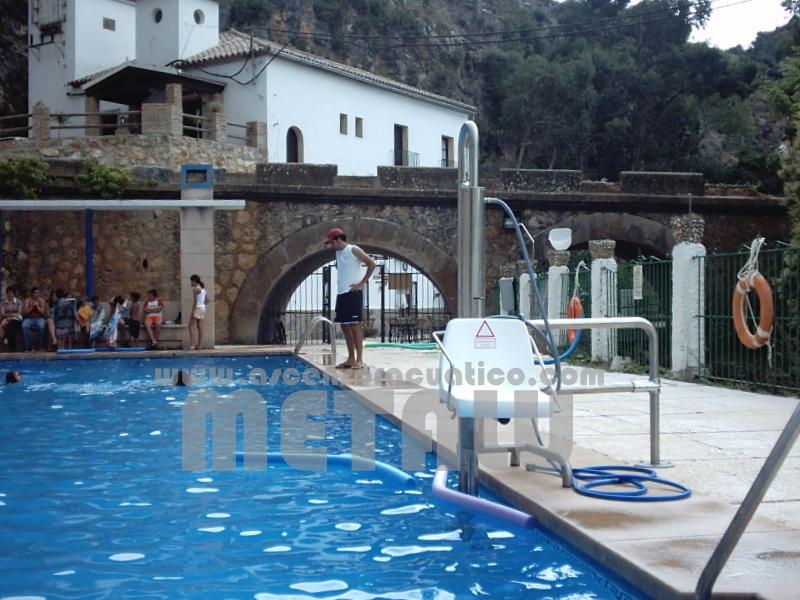 Elevador hidraulico Metalu B-2, piscina municipal de Igualeja