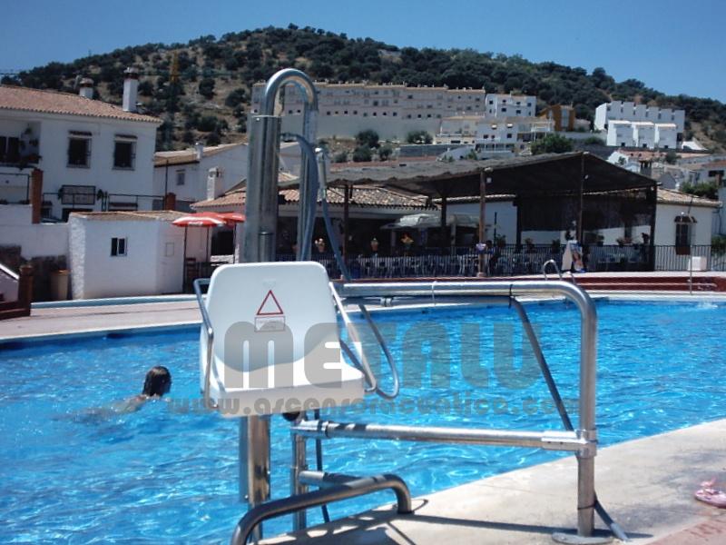 Andalucia piscinas municipales gu a de ascensores for Piscina municipal de granada